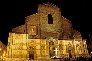 Ночью Базилика Сан-Петронио