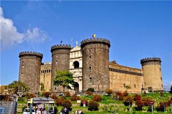 Замок-крепость Кастель Нуово
