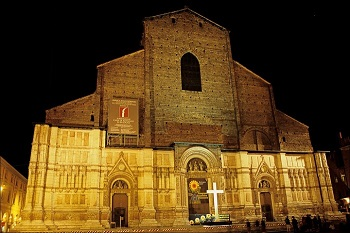 Ночью Базилика Сан Петронио