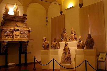 Экспонаты Музея Средневековья в Болонье